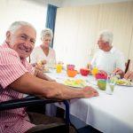 בית אבות בסביון דיירים אוכלים