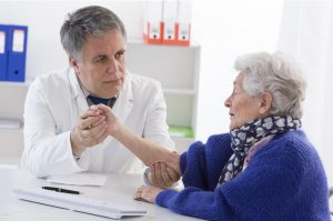 elderly_woman_tested_by_doctor