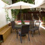 בית אבות הדרים ברמת גן ספות במרפסת