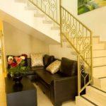 בית אבות הדרים ברמת גן ספות וחדר מדרגות