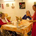 בית אבות בסביון נשים מבוגרות אוכלות