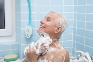 מקלחת בגיל השלישי