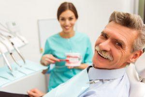 סיכונים בהשתלת שיניים בגיל השלישי