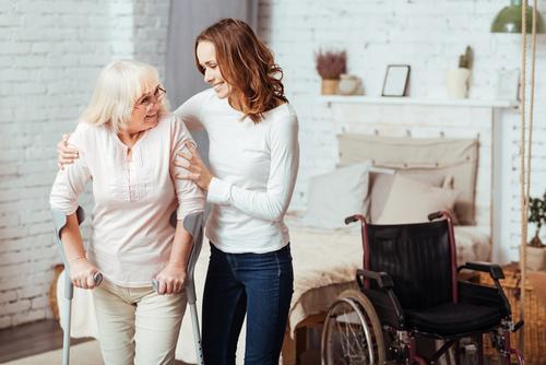 עמידה והליכה לקשישים