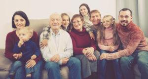 בני משפחה בגיל השלישי